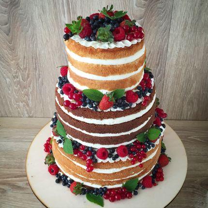 Свадебный торт с украшением ягодами, цена за 1 кг