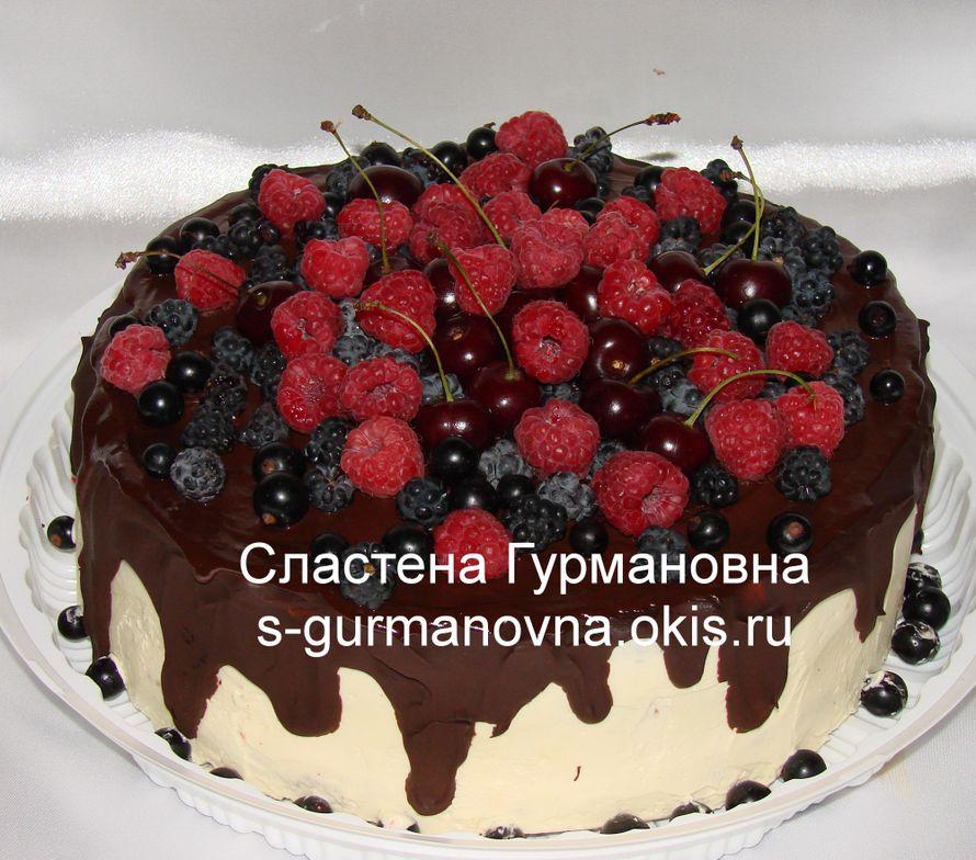 """Торт украшенный ягодами, 2,6кг, внутри рафаэлло - фото 14552474 Кондитерская """"Торты от Сластёны Гурмановны"""""""