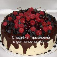 Торт украшенный ягодами, 2,6кг, внутри рафаэлло