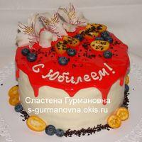 Юбилейный, 2,8кг, внутри чизкейк рафаэлло, шоколадная глазурь, живые цветы и ягоды
