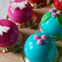 Пирожные в шоколадной глазури
