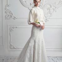 Роскошная простота, универсальность,индивидуальность-изюминки этой модели. Болеро связано из итальянской пряжи, славящейся своим качеством, рукав три четверти, воротник стойка. Свадебное болеро, которое можно использовать в повседневном гардеробе модницы!