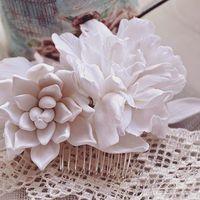 """Мини гребень с цветами из полимерной глины """"Нежность в белом"""""""