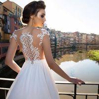 Beatris от Allegresse Кружево не теряет популярности и выглядит модно и элегантно! В свадебном платье с легчайшим кружевом ты будешь выглядеть романтично