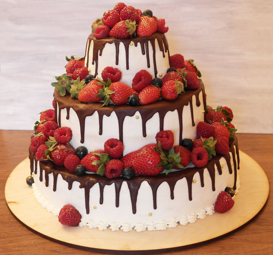 Свадебный торт с ягодами, 8 кг