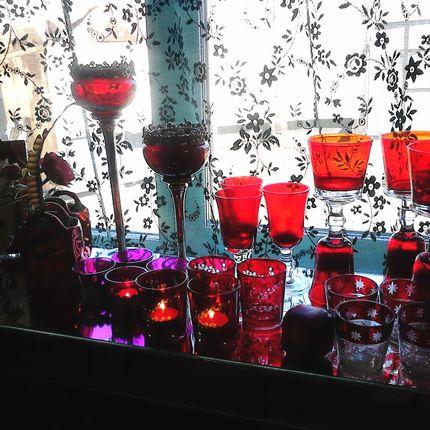 Коллекция посуды из красного стекла в аренду