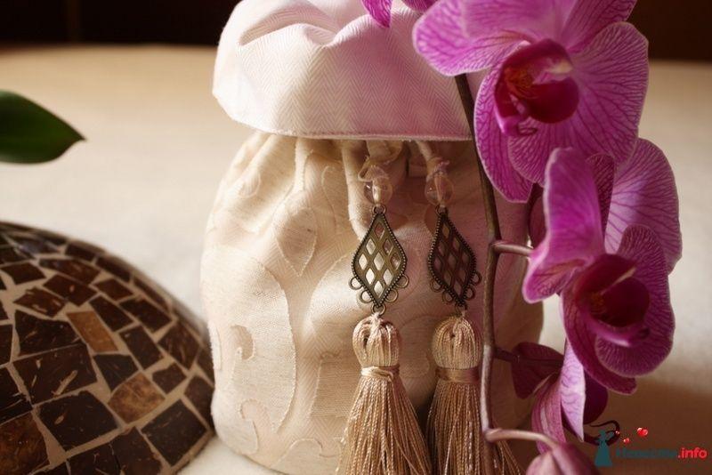 Бежевый жаккардовый ридикюль с шелковыми кисточками и винтажными