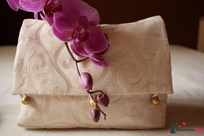 Бежевая сумочка из жаккардовой ткани с растительными мотивами на