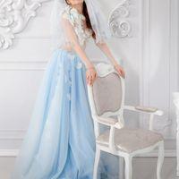 Свадебное платье «Айседора»  Платье ручной работы - в единственном экземпляре.  «Немного льда, искрящегося на солнце, немного жемчужного блеска и две матовые белые розы – такова «Айседора» - платье для тех, кому наскучили традиционные решения»  Воздушное,