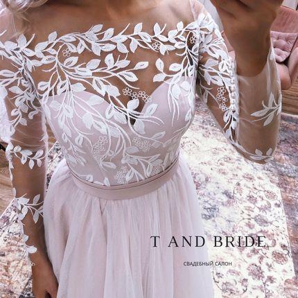Лиловое платье с цветами
