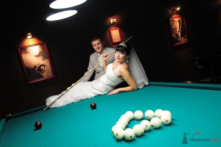 Жених и невеста возле бильярдного стола - фото 48259 Евгения2009