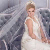 Свадебное платье GIEZELLE цвет айвори   Классика всегда остаётся модной. Элегантный покрой этого свадебного платья подчеркнёт все достоинства фигуры и скроет недостатки, позволит невесте проявить свою индивидуальность и при этом сохранить романтичность об