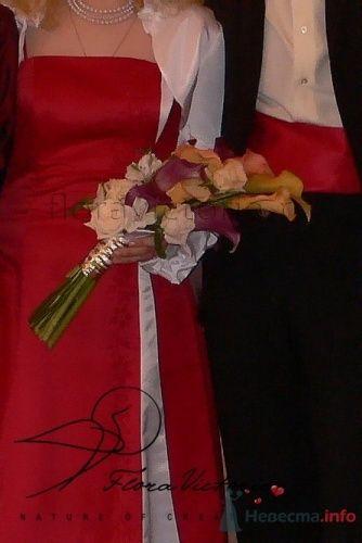 Дугаобразный букет невесты - фото 1358 Cвадебная флористика и декор событий FloraVictoria