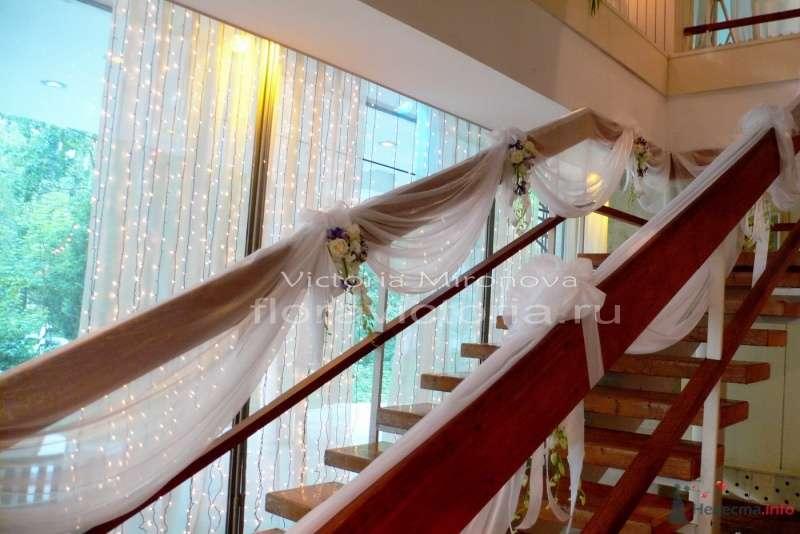 Оформление лестницы и входа - фото 29420 Cвадебная флористика и декор событий FloraVictoria