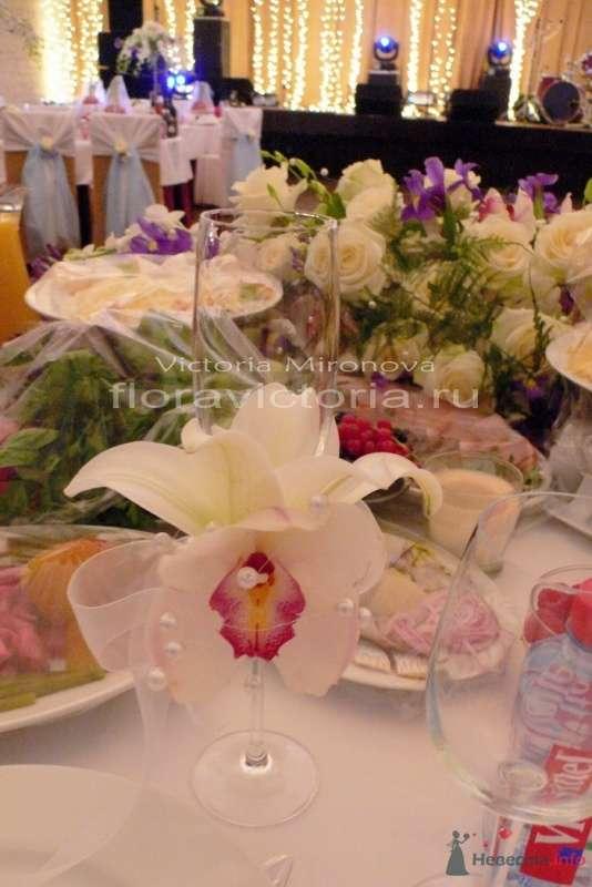 Цветочное украшение бокалов - фото 29427 Cвадебная флористика и декор событий FloraVictoria