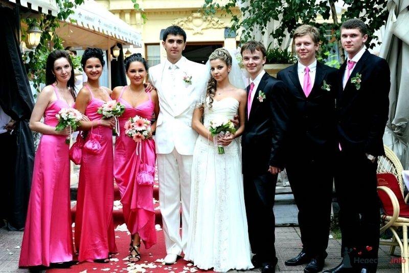 Подружки невесты в длинных розовых платьях, друзья жениха в белых рубашках с розовыми галстуками, черных костюмах, пиджаки - фото 53037 AngeLady