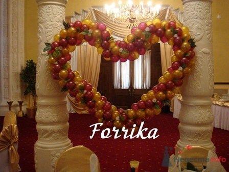 Сердце из воздушных шаров с зеленью - фото 13980 Невеста01