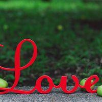 Табличка на свадьбу в виде слова LOVE из объёмных букв