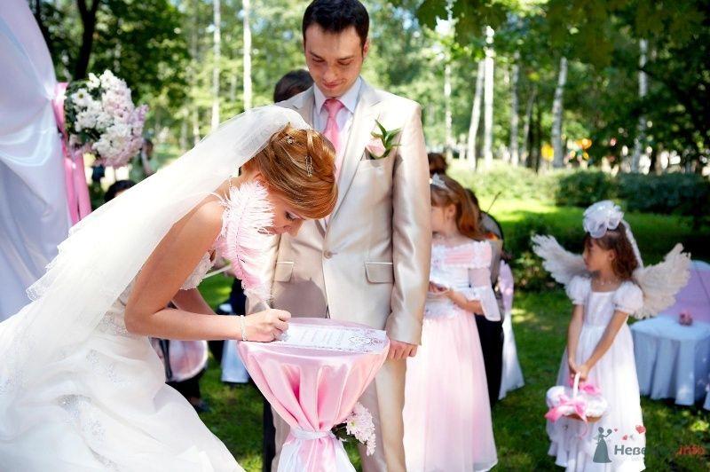 Миниатюрный столик для росписи в розовой ткани с белой лентой - фото 41986 Мissis Kейт