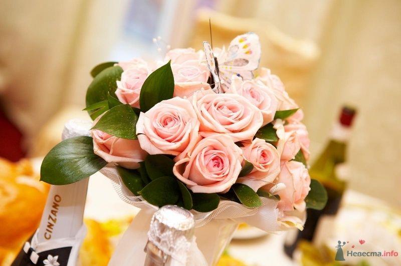 Букет невесты из розовых роз, декорированный белым кружевом  - фото 45688 Мissis Kейт