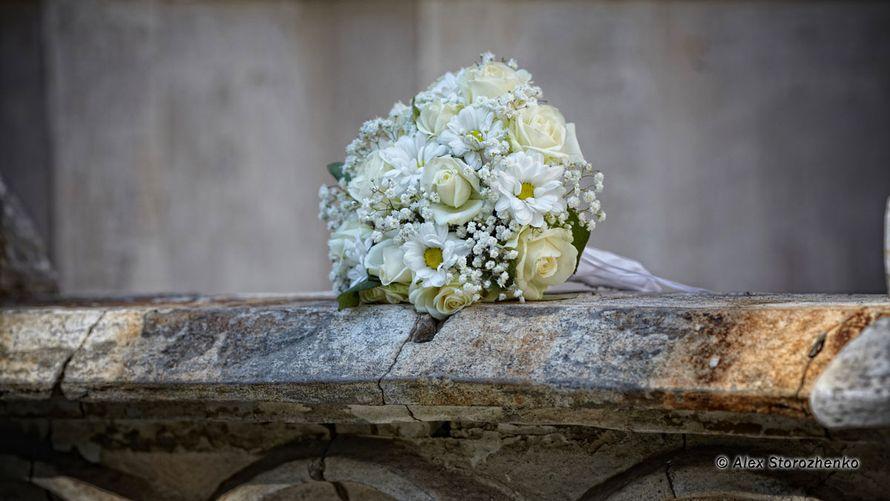 Букет невесты из белых роз, ромашек и гипсофилы - фото 595182 Фотограф Alex Storozhenko