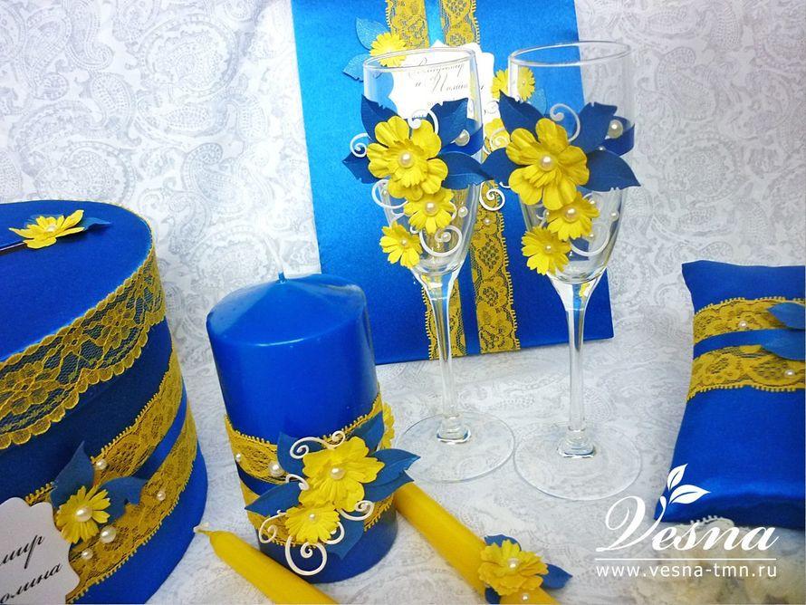 Бокалы «Летний сад» Бокалы из набора «Летний сад» на высокой ножке из тонкого стекла. Декор: атласная лента, объемные цветы и листья, полужемчужины. Высота: 21 см. - фото 10532486 Vesna-Art - аксессуары для свадьбы