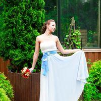 """внутренний корсет  и чашечки позволяют носить платье на молнии без шнуровки и не бояться его """"потерять""""."""