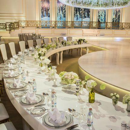 Оформление  в бело-зеленой гамме. Оформление стола на 10 человек.