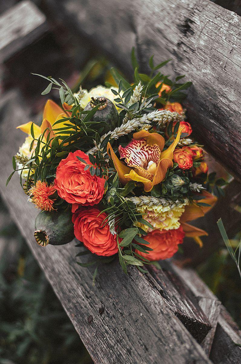 Планируешь свадьбу в 2018 году? Не знаешь как выбрать букет невесты? Я рада тебе в этом помочь!!! С огромным удовольствием создам букет твоей мечты!  Осенний букет и сопровождение фотосессии для прекрасной невесты Марии. - фото 16949192 Флорист Anna Zverkova