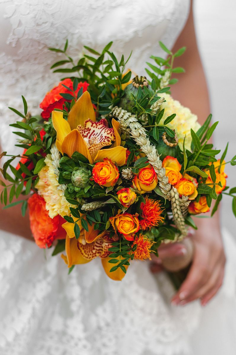 Планируешь свадьбу в 2018 году? Не знаешь как выбрать букет невесты? Я рада тебе в этом помочь!!! С огромным удовольствием создам букет твоей мечты!  Осенний букет и сопровождение фотосессии для прекрасной невесты Марии. - фото 16949212 Флорист Anna Zverkova