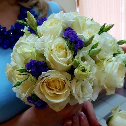Букет невесты с розами и статицей