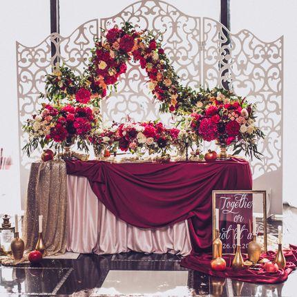 Оформление стола и декоративной ширмы