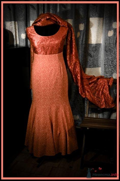 1. Платье без рукавов, с палантином. Полностью на подкладке, плотно посажено по фигуре, сзади на потайной молнии. - фото 45005 Белошвейка