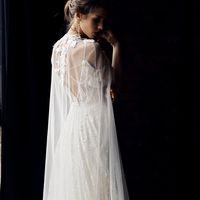 Свадебное платье Манон с кейпом