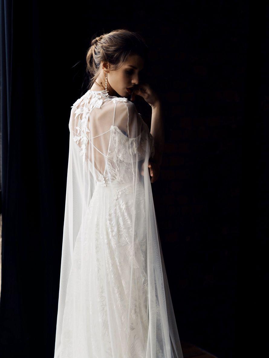 Свадебное платье Манон с кейпом - фото 17046746 Свадебный салон Ivory