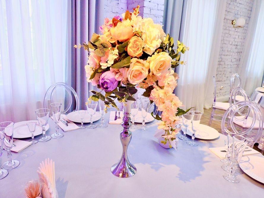 Цветочные композиции с подставками на столы гостей