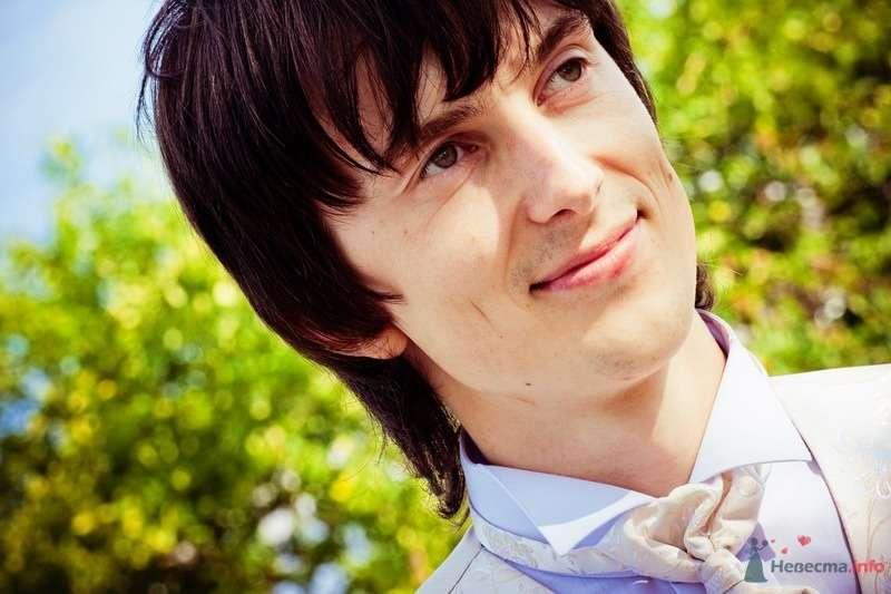 Белая жилетка с белым галстуком и голубой рубашкой - фото 62124 yanechka