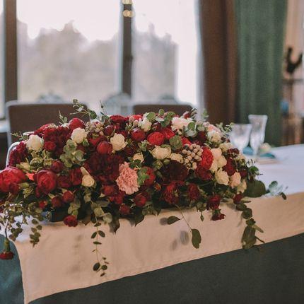 Оформление зала пионовидная роза + эвкалипт
