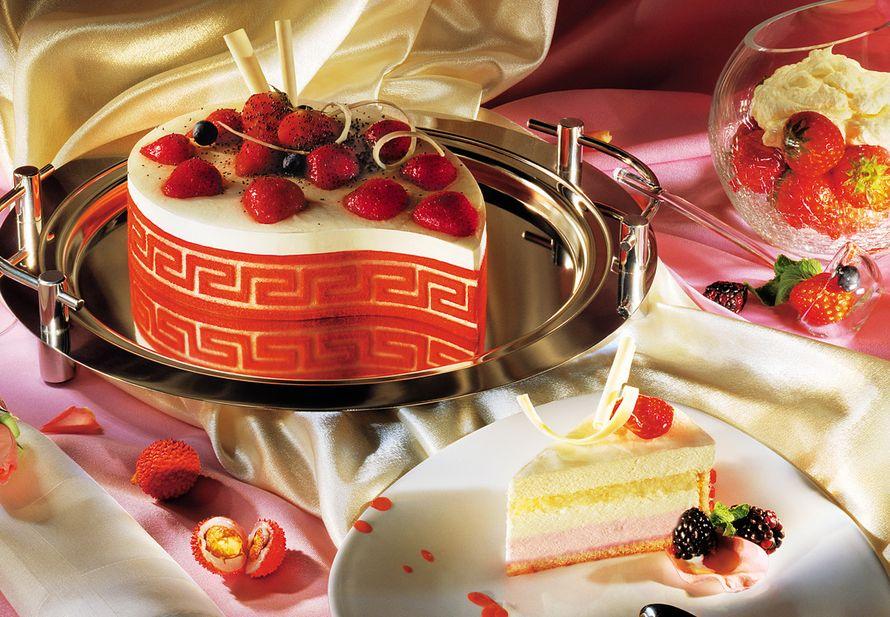 """Торт """"Клубничный в ванильном йогурте"""""""