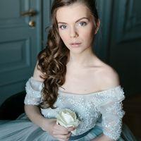 Естественный макияж и прическа на длинные волосы