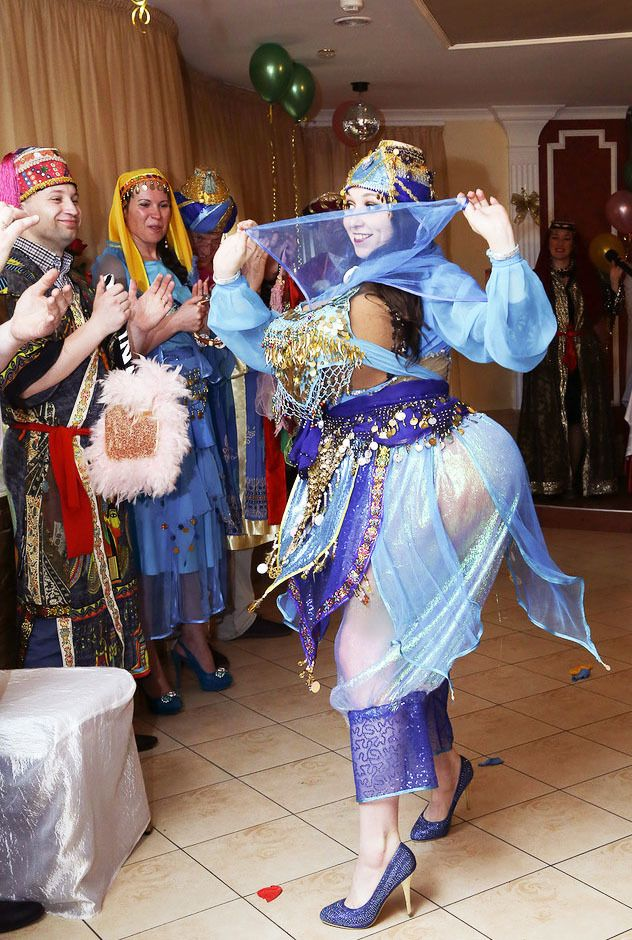 """Шоу """"Жених-султан, а невесты? Невесты на выбор!"""""""