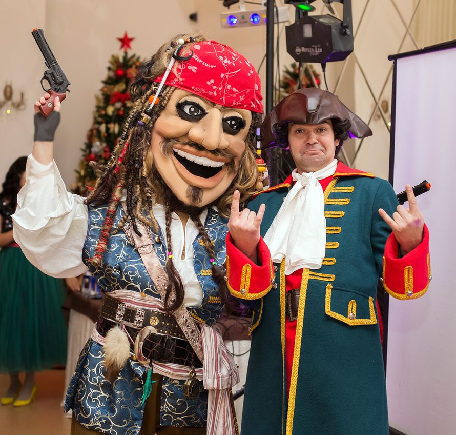 Номер в пиратском стиле