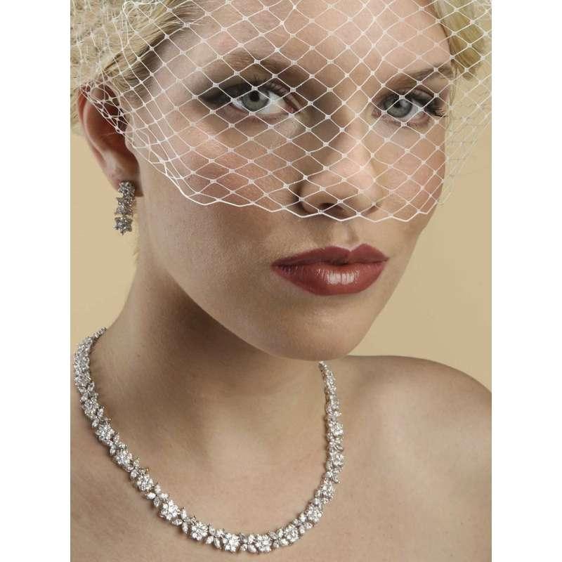 Стильная вуаль до уровня глаз с креплением 'гребень' - фото 2346078 ARAMMU -интернет-магазин свадебных украшений