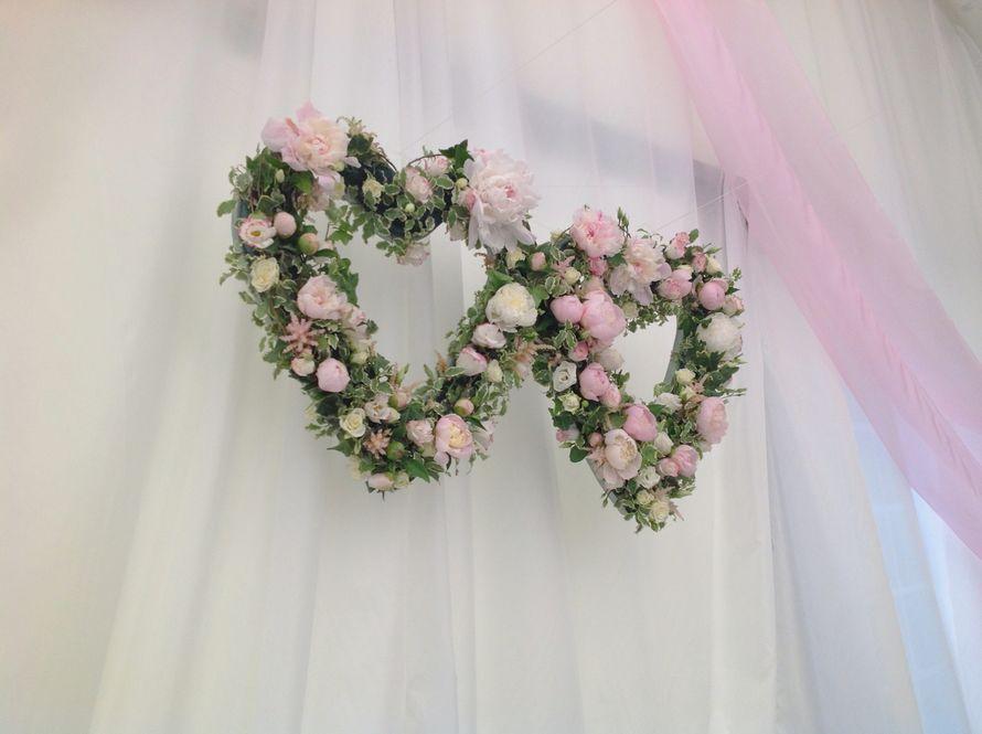 "Сердца за президиумом - фото 960497 ""FlowerRivers"" - студия флористики"