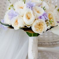 Букет невесты из нежно-белых роз Дэвид Остин