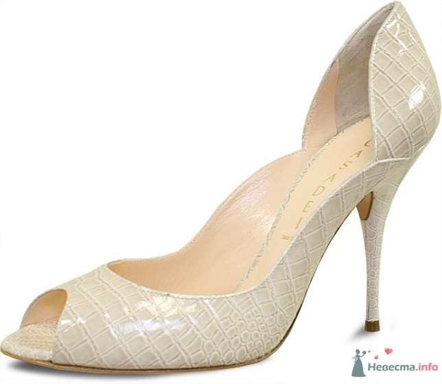 Бежевые туфли с узором на высокой шпильке, с открытым носком, сзади немного подняты. - фото 65531 FALLINLOVE