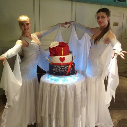 Эффектное появление торта