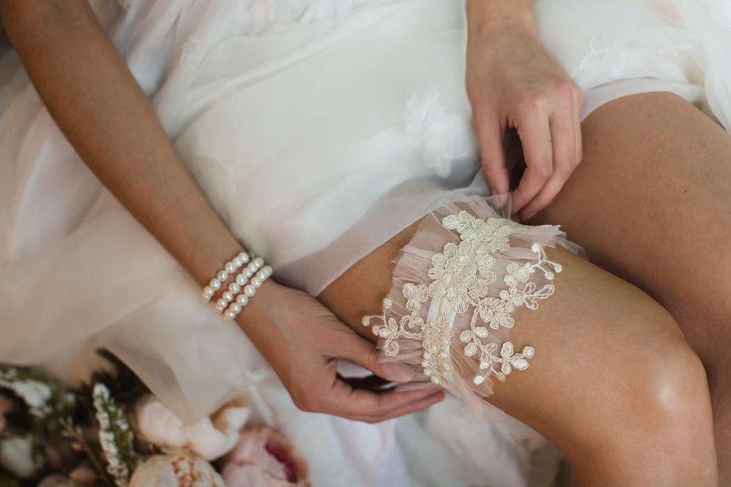 Подвязка 890 р. Цвет бежевый. - фото 17178674 Svetochek wedding - мастерская аксессуаров