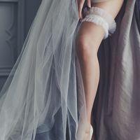 Подвязка 890 р Бархатная резинка, белый или молочный фатин на выбор, перышко из серебристого глиттера.