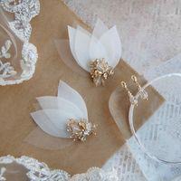 украшение из шелковых лепестков чешских бусин, японского бисера и кристаллов swarovski